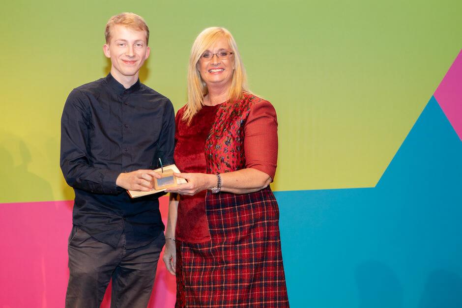 Die Preisverleihung durch Staatssekretärin Claudia Dörr-Voß. Foto: u-institut William Veder